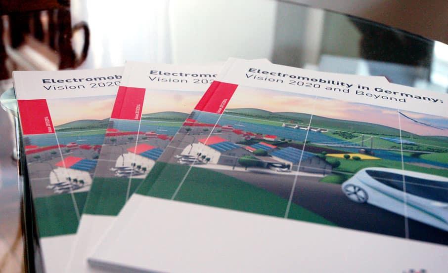 """Projekt: Internationale Publikation """"Electromobility in Germany"""" / Gesellschaft der Bundesrepublik Deutschland für Standortmarketing"""